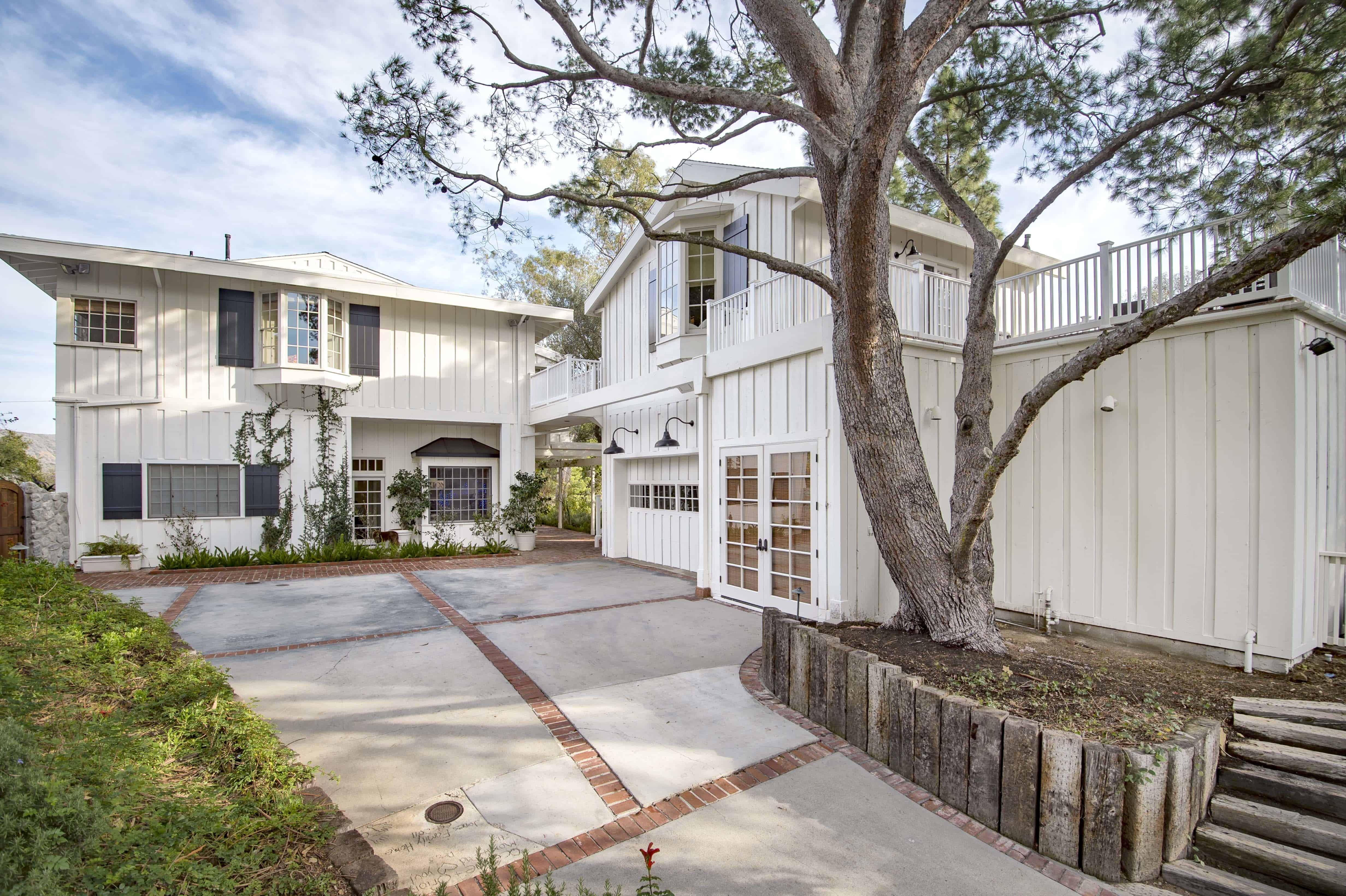 Olivia Newton-John's Former Ranch-Style Home