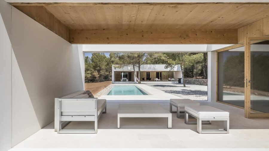 Ca l'amo House with pool by Marià Castelló Martínez pergola 900x506 11 Luxury Home Ideas with Enchanting Swimming Pools