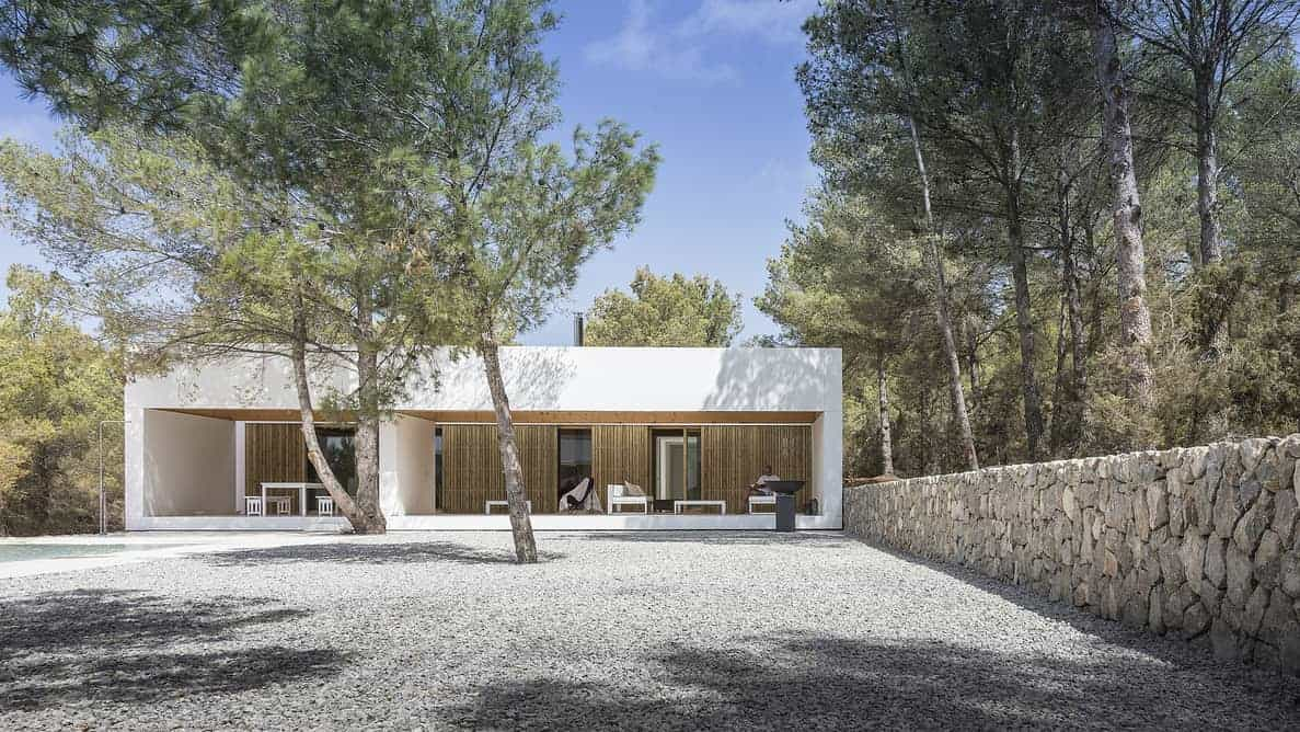 Ca l'amo House with pool by Marià Castelló Martínez