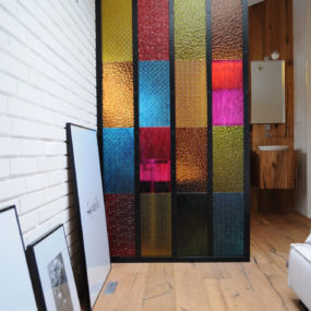 Bedroom Bathroom Partition in Colored Plastic Panels – DIY idea